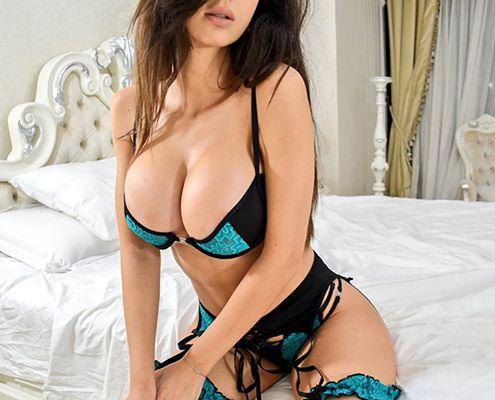 25+ Popular Webcam Models (The Best Cam Girls)